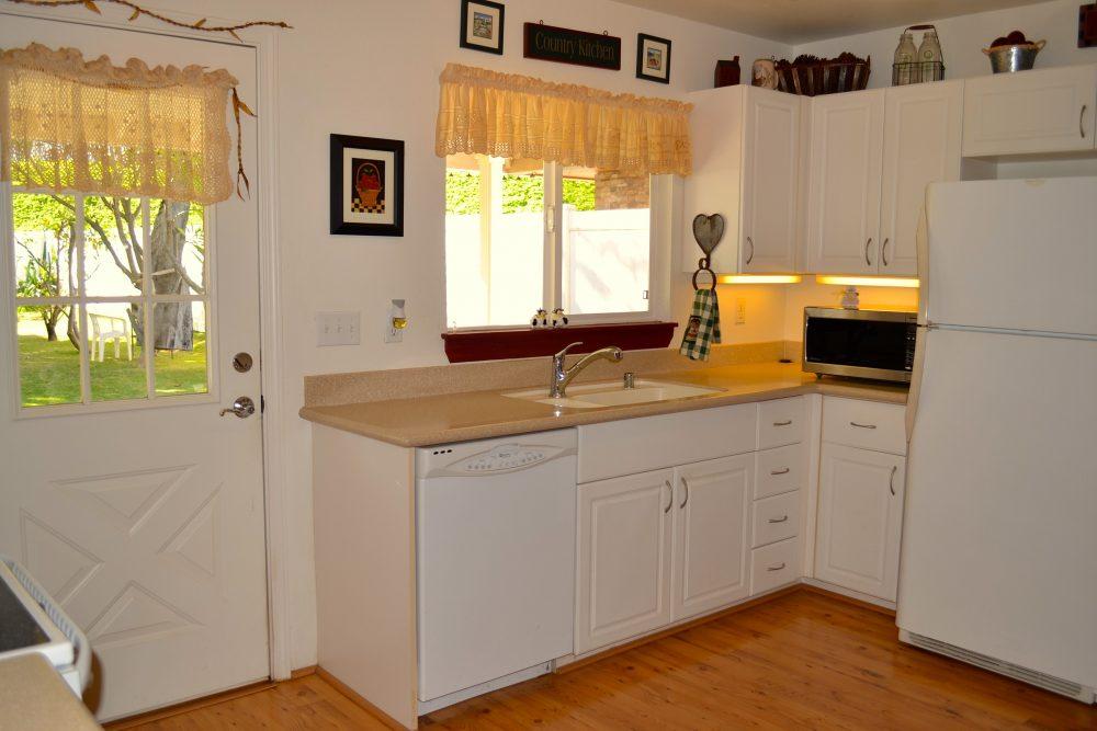 87-1131_kitchen